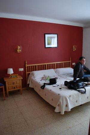 Hostal La Cabanya : Dormitorio