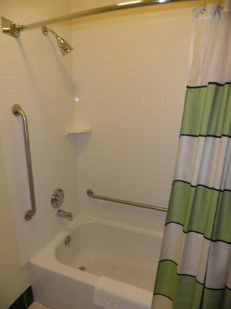 Fairfield Inn St. Louis Fenton: Shower