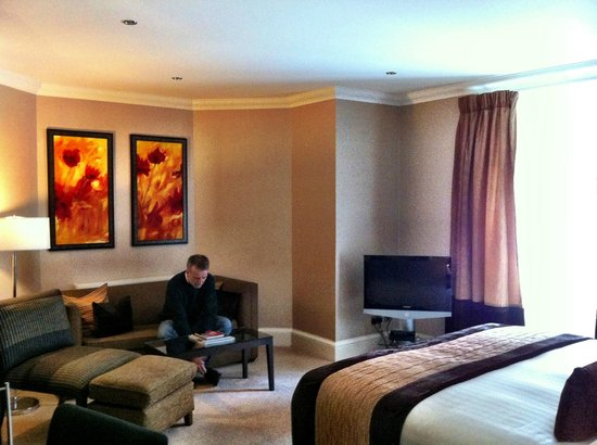Rocpool Reserve hotel & Chez Roux: Our very spacious bedroom