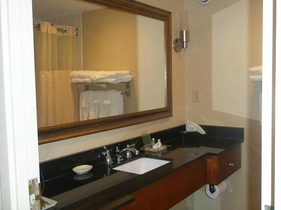 Holiday Inn Tewksbury Andover: Bathroom