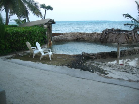 The Landings at Tres Cocos: Salt water pool. Very cool and refreshing!