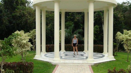 The Royal Suites Yucatan by Palladium: Près de la chapelle