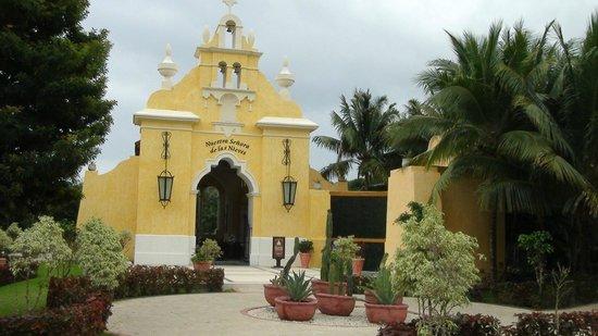 The Royal Suites Yucatan by Palladium: Magnifique chapelle