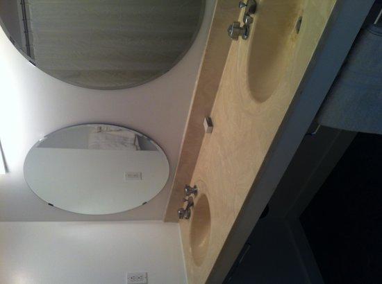 Sole East Beach: Double vanity in bathroom