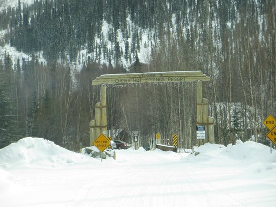 Chena Hot Springs Resort: Entrance to the resort