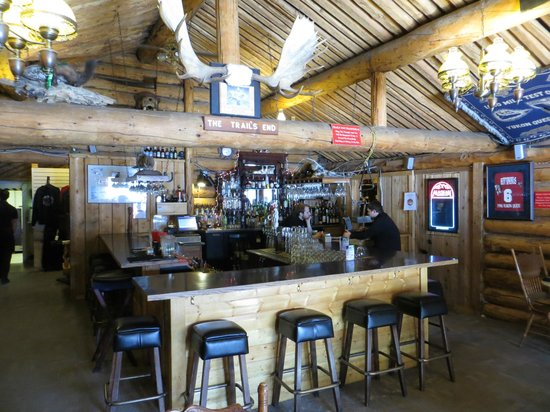 Chena Hot Springs Resort: Bar in the restaurant