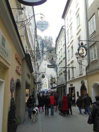 Hotel Goldener Hirsch, a Luxury Collection Hotel, Salzburg: Getreidegasse