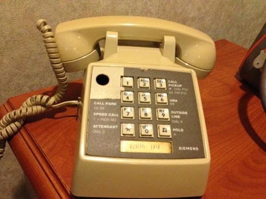 Beverly Inn: antique phone