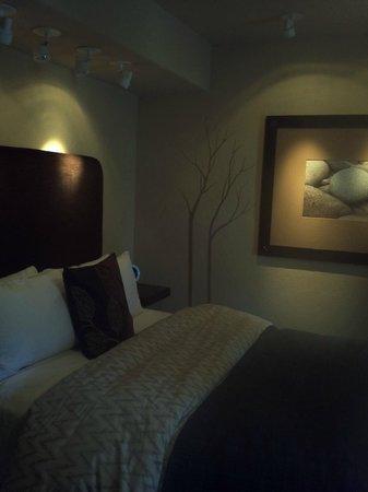 Eden Vale Inn: Comfy bed.