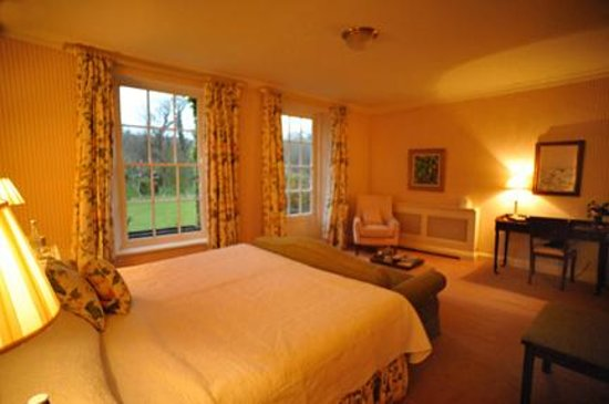 Ballymaloe House Hotel : Bedroom another view