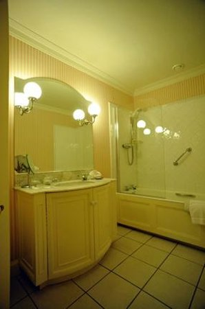 Ballymaloe House Hotel: Bathroom