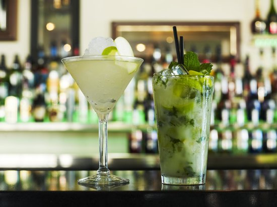Rydges Port Macquarie: Cocktails are a specialty in Zebu Bar