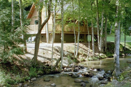 Lands Creek Log Cabins: Cabin by creek