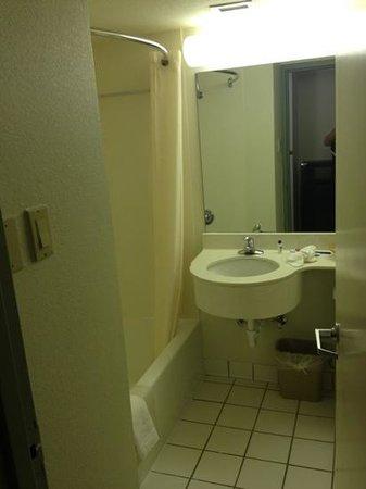 SureStay Plus By Best Western Hotel Houston Medical Center: bathroom