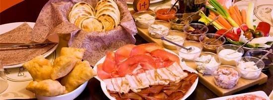 Tigella Bella : ecco il ben di dio! Tigelle, gnocchi fritti, salumi di tutti i tipi, salse creme formaggi a volo