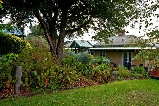 Margaret River Guest House: Gardens