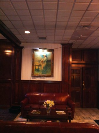 Howard Johnson Bartonsville/Poconos Area: Don't be fooled by the professional lobby shots