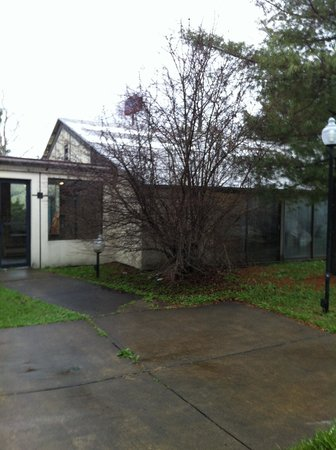 Howard Johnson Bartonsville/Poconos Area: Pool building