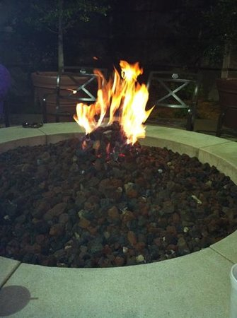 Hampton Inn & Suites Little Rock - Downtown: firepit is very nice, wish it was in my backyard