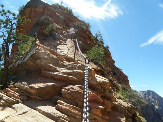 Angel's Landing : The Chains to the Top AUG 2010