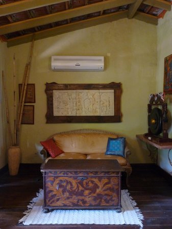 Villa Toscana Boutique Hotel: Suite Asian: lugar para ver TV o leer