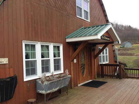 Frosty Hollow Bed and Breakfast: The Barn (Rooms 1-3 are inside, main entrance / dining room is 1st floor)