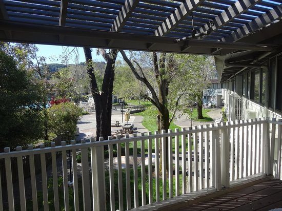 BEST WESTERN Corte Madera Inn: View from balcony - courtyard