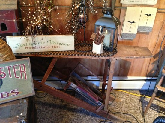 Frosty Hollow Bed and Breakfast: antiques in the gift shop (for sale)