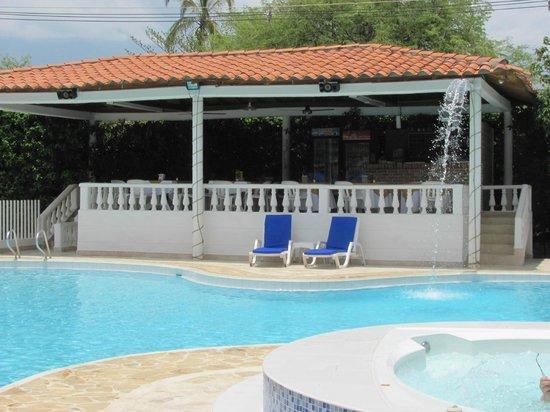 Hosteria Fundadores: Bar/restaurant & pool