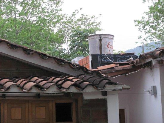 Hosteria Fundadores: Cabana water tank