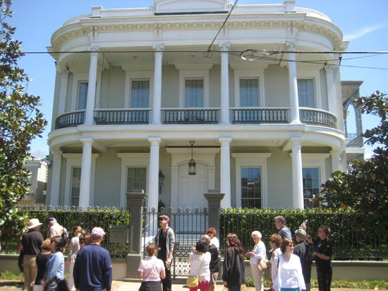 Tour group outside of Garden District home Picture of Historic