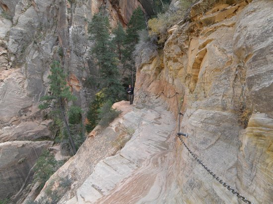 Hidden Canyon : Chains Along the Steeper Drop-Offs OCT 2012