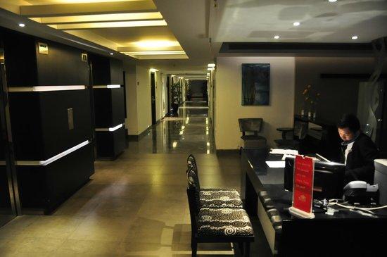 Sayaji Hotel Pune: View of the 9th flr corridor
