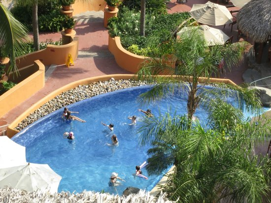Embarc Zihuatanejo: View of pool from room