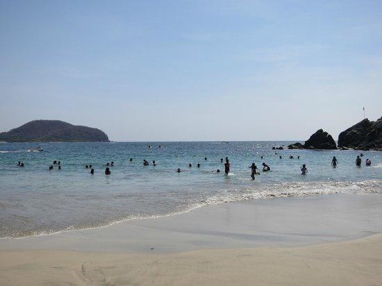 Embarc Zihuatanejo: Playa la Ropa