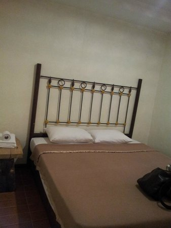 Kuching Waterfront Lodge: room 113