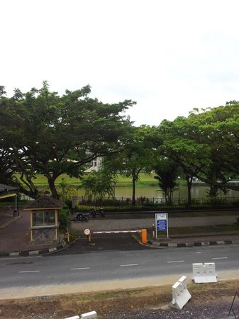 Kuching Waterfront Lodge: view from balcony at 1st floor