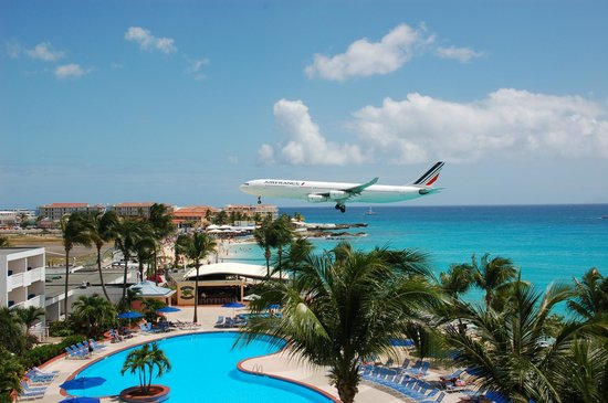 Royal Islander Club La Plage : Awesome watching planes land from your balcony