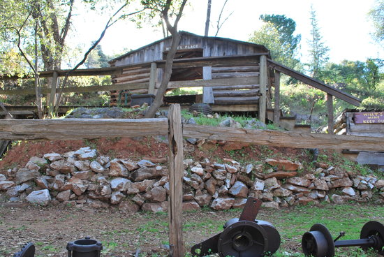 49er RV Ranch: Miner's cabin at the ranch