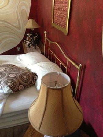 Innsbrucker Inn: Lamp with Missing Top