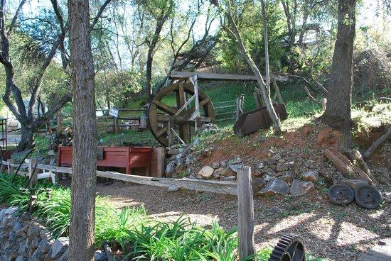 49er RV Ranch: waterwheel at work....