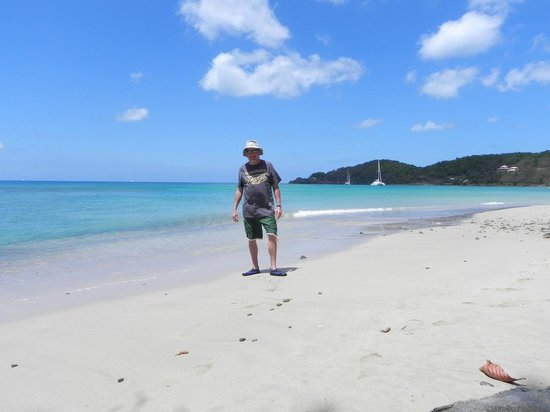 Almost deserted beach at Brewers Bay