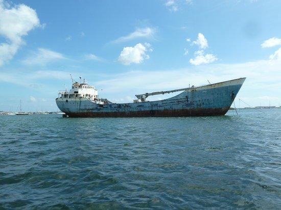 خليج سيمبسون, سانت مارتن: Ship in Simpson Bay Lagoon