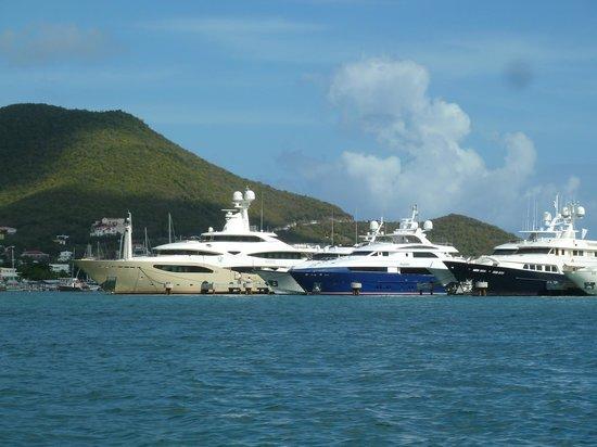 خليج سيمبسون, سانت مارتن: More yachts