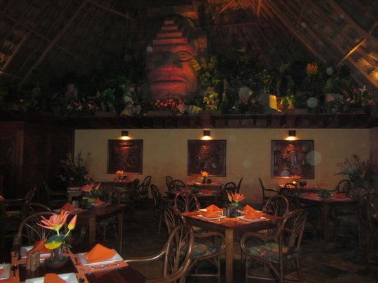Ramon's Village Resort: Pineapples Restaurant