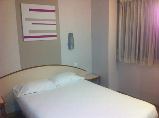 Logis Institut Hotel : chambre