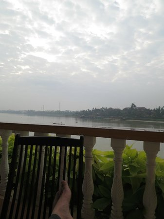 Huy Hoang River Hotel: view from behind hotel