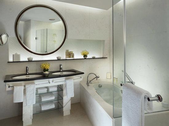 Executive Room, Grand Tower - Bathroom