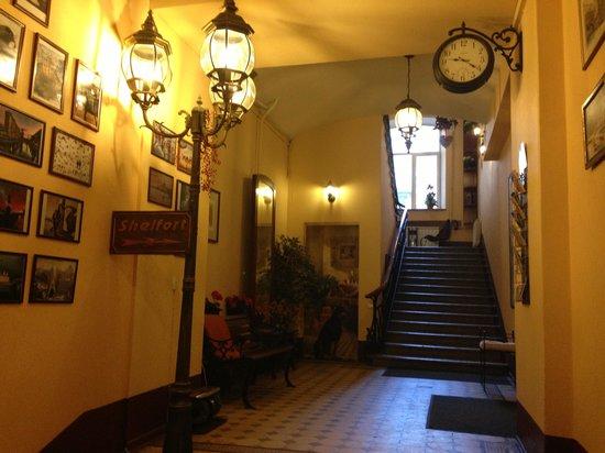 Shelfort Hotel: Парадная Шелфорта