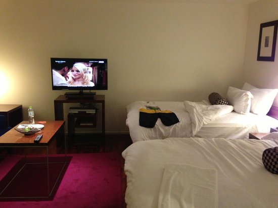 Triple Two Silom: Room-2